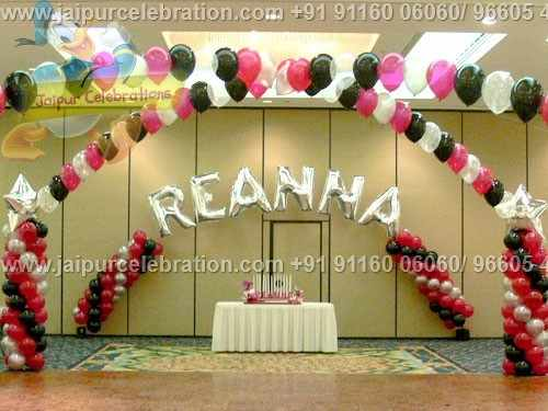 cake table back drop with qualtex alphabate gas balloons